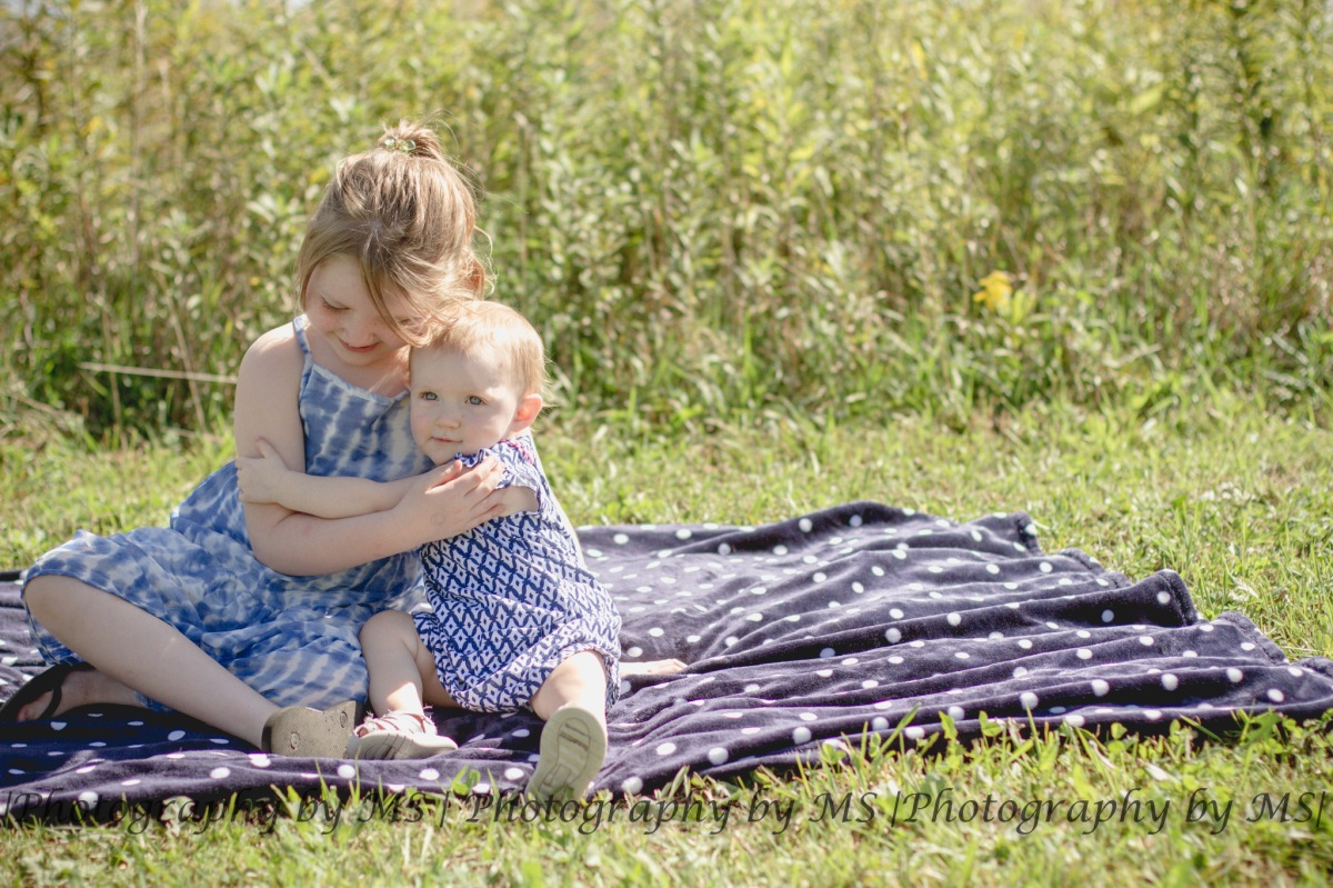 Izabella & Brooklyn | Central Illinois Child Photography